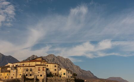 Bachelors, Isernia. Is an Italian town of 663 inhabitants in the province of Isernia in Molise. Until the fifteenth century it was an integral part of the Giustizierato d'Abruzzo. Imagens