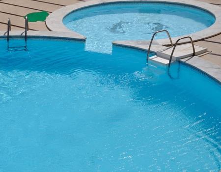 бассейн: Холодный бассейн с чистой водой Фото со стока