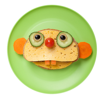 oso perezoso: Sloth made of bread and cheese on plate Foto de archivo
