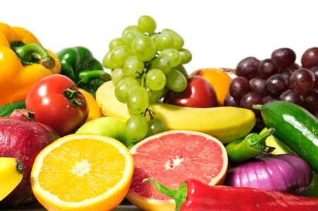 groenten en fruit geïsoleerd op een wit  Stockfoto