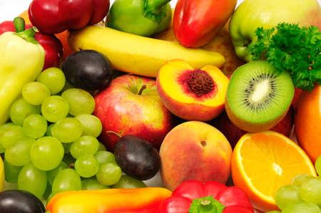 ensalada de frutas: frutas y verduras  Foto de archivo