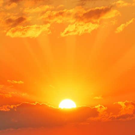 rayos de sol: hermoso atardecer  Foto de archivo