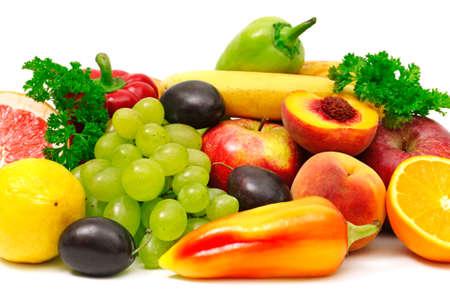 frutas y verduras aislados en blanco  Foto de archivo