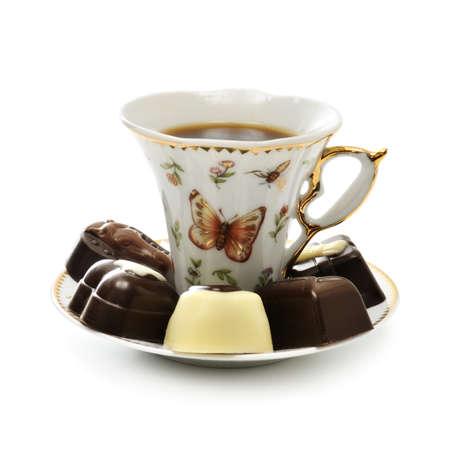 cafe bombon: taza de caf� y dulces aislados en un fondo blanco                                     Foto de archivo