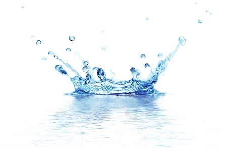 goutte de pluie: eau Splash isol�e sur un fond blanc