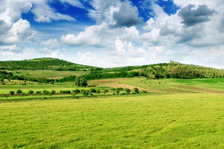 El terreno monta�oso y el azul del cielo photo