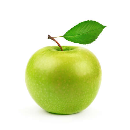manzana verde: Manzana verde con hojas aisladas sobre un fondo blanco