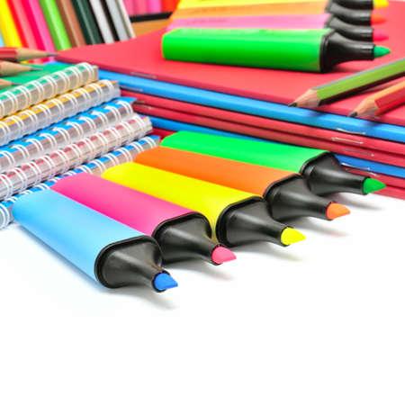 ball pens stationery: colección de papelería aislado en un fondo blanco