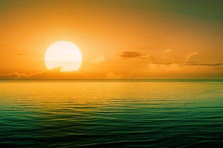 Beautiful sunset above the sea Standard-Bild