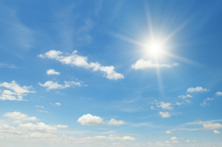 Słońce na piękne błękitne niebo Zdjęcie Seryjne