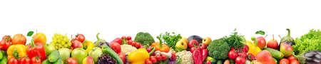 Ampio collage di frutta e verdura fresca per layout isolato su sfondo bianco. Copia spazio