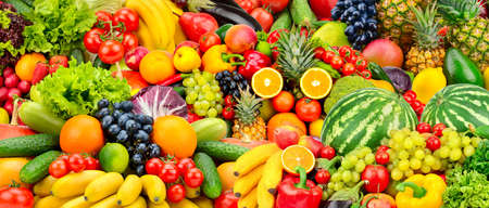 Geassorteerde verse rijpe groenten en fruit. Voedsel concept achtergrond. Bovenaanzicht Kopieer ruimte.