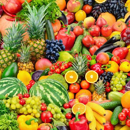 Surtido de frutas y verduras frescas maduras. Fondo del concepto de comida. Vista superior. Copia espacio