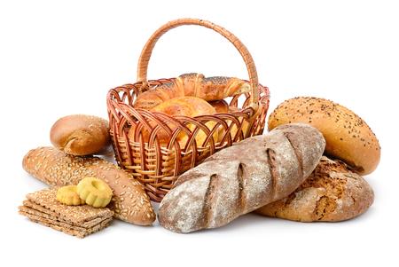 Pane fresco, focacce e biscotti isolati su priorità bassa bianca