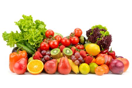 Variedad de frutas sanas, verduras, bayas aisladas sobre fondo blanco. Foto de archivo