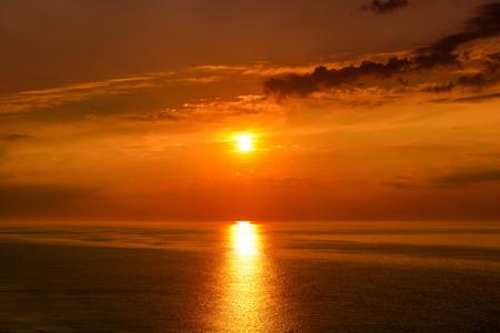Sunrise over sea in red tones Zdjęcie Seryjne