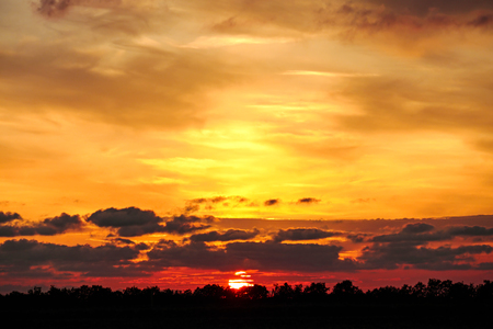 Beautiful dramatic sunset with twilight color sky and clouds Zdjęcie Seryjne