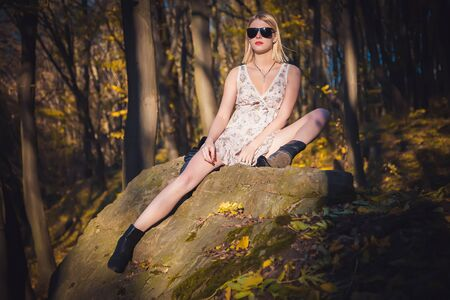 chica sexy: Sexy girl lying on a rock in the forest