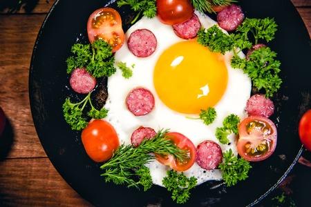 huevos revueltos: Revuelto de morcilla delicioso desayuno Foto de archivo