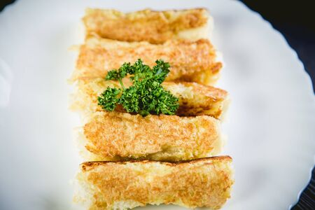 goody: Rolls of cheese and bread, a dish in cafe