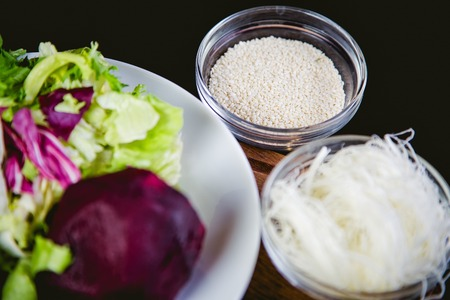 huevos codorniz: ingredientes para una ensalada de huevos de codorniz