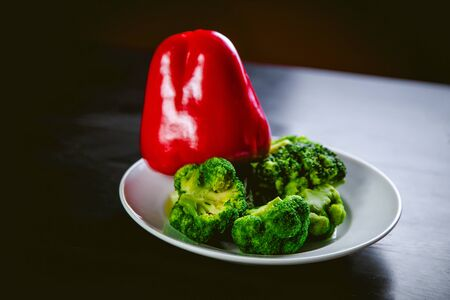 broccoli, red pepper, vegetables, raw food