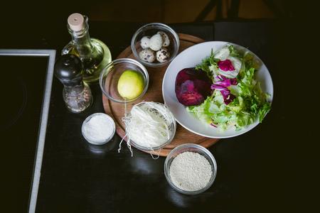 huevos de codorniz: ingredientes para una ensalada de huevos de codorniz