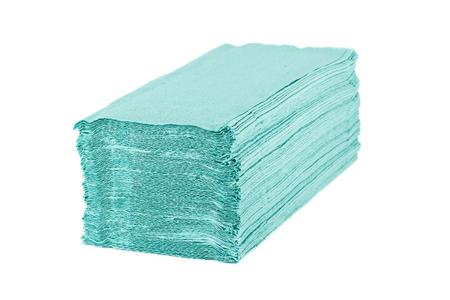 Papierhandtücher stapeln auf weißem Hintergrund Standard-Bild