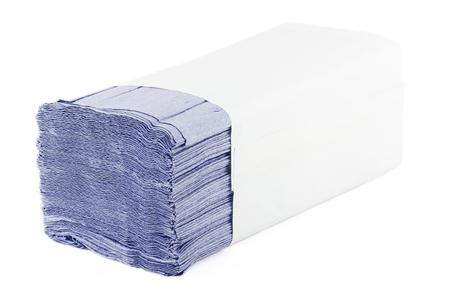 Papierhandtücher auf weißem Hintergrund. Packung mit Papierservietten. Standard-Bild
