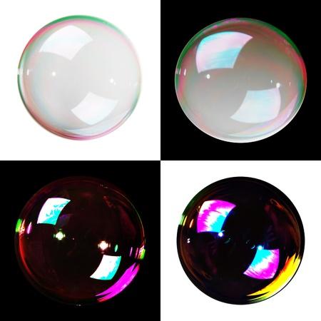 Zeepbellen, yin en yang, geïsoleerd op zwarte en witte achtergrond.
