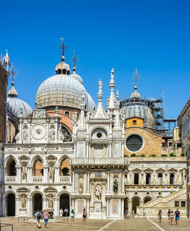 ducale: VENICE, ITALY - AUGUST 18, 2015: Yard of Palazzo Ducale (Doges Palace) in Venice, Italy
