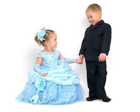 Kleine hübsche Paar lächelnd zu jedem anderen Standard-Bild - 4279631