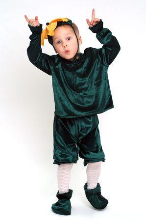 Grimassen kleinen Jungen in Kostümen Studio gedreht Standard-Bild - 4387186