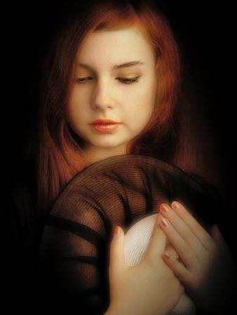 mujeres elegantes: Estilo art�stico hermosa chica retrato retro. Arte de la foto, el ruido a�adido manualmente Foto de archivo