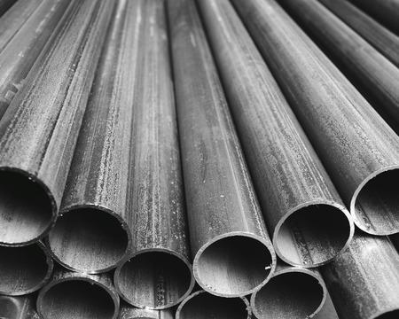 Gevouwen industriële grijze plastic buizen achtergrond Stockfoto
