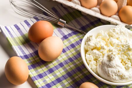 lactic: Fresh cottage cheese with eggs from the farm and free range chickens.