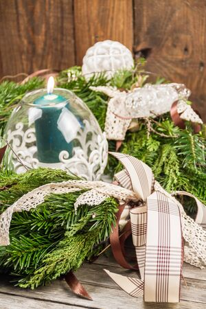 used ornament: An ornament wreath used as a centerpiece.