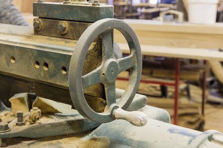joinery: un negozio di falegnameria con vecchie macchine Archivio Fotografico