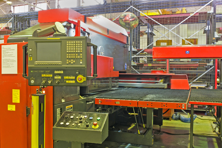 punch press: Hydraulic turret punch press in modern production