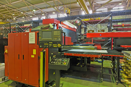 turret: Hydraulic turret punch press in modern production