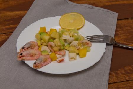 original ecological: California salad with shrimp, crab and fresh fruit