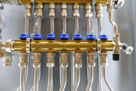 splitter: a splitter for water supply. plumbing and Engineering