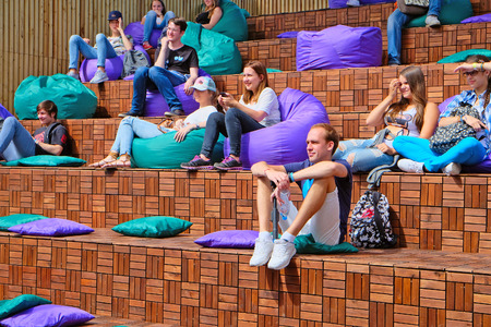 city park pavilion: Saint Petersburg, Russia - July 17, 2016: young people listen to a lecture in the theme pavilion in city Park