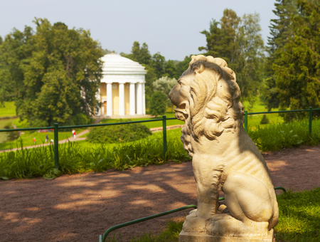 in the suburbs: Sculpture of a lion. Pavlovsk. Russia.