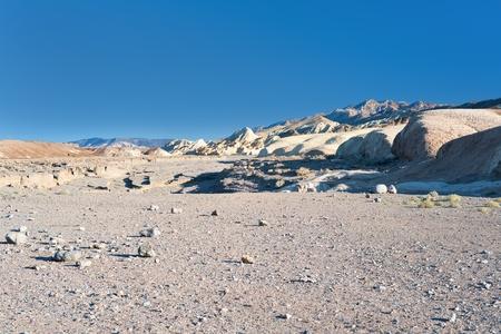 route desert: Paysage dans le d�sert de Mojave, en Californie, Etats-Unis, de l'information GPS est dans le fichier