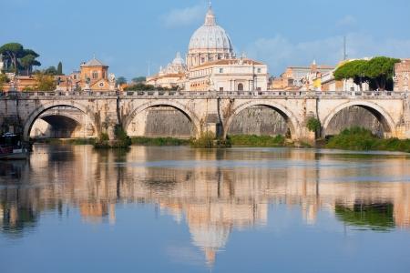Morning view sul Vaticano sopra il fiume Tevere