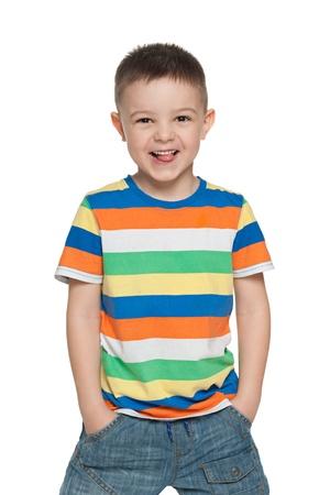 maliziosa: Un ritratto di un felice ragazzo in et� prescolare, isolato su sfondo bianco