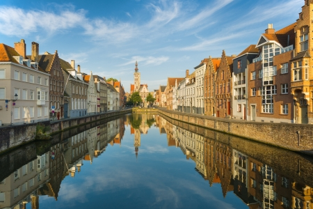 brugge: Spiegelrei in Bruges in the early morning Stock Photo
