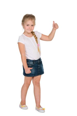 mignonne petite fille: Une petite fille blonde tient son pouce vers le haut contre le fond blanc Banque d'images