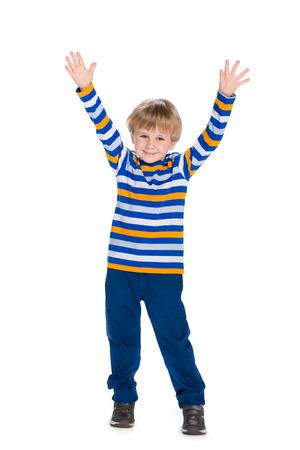 niño: Un niño pequeño lindo sostiene las manos en alto